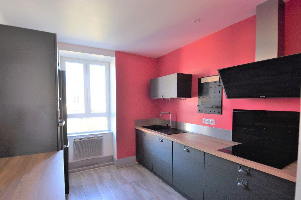 Appartement à louer 3 88.51m2 à Mâcon vignette-1