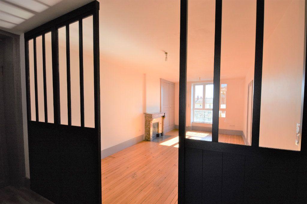 Appartement à louer 3 88.51m2 à Mâcon vignette-2
