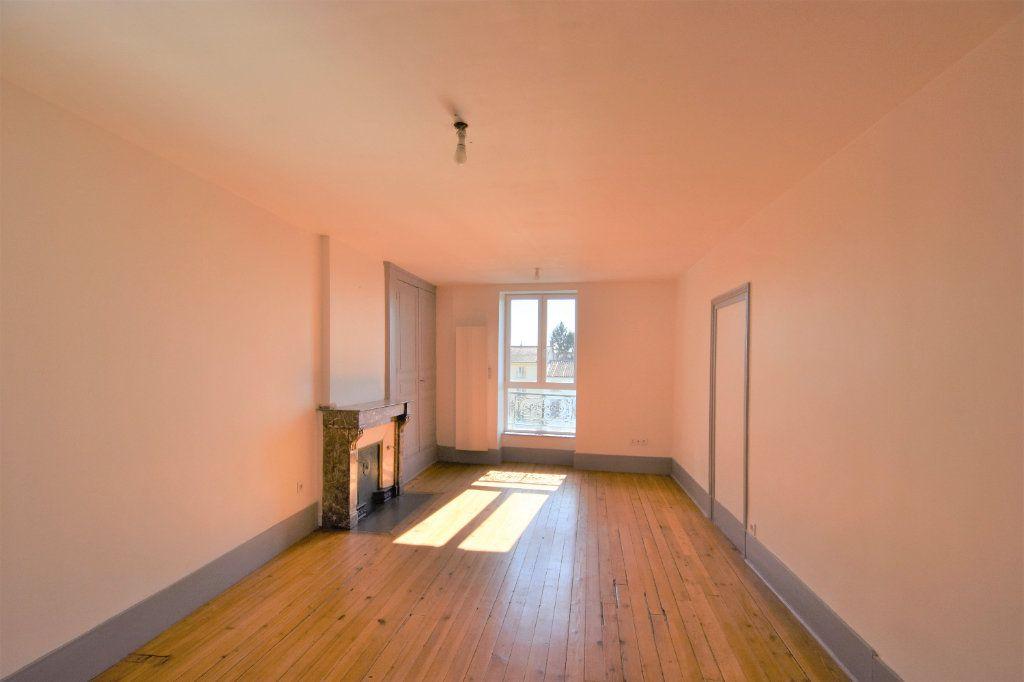 Appartement à louer 3 88.51m2 à Mâcon vignette-3