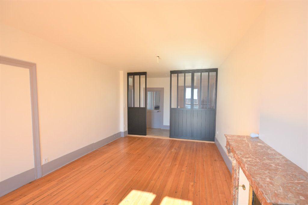 Appartement à louer 3 88.51m2 à Mâcon vignette-4