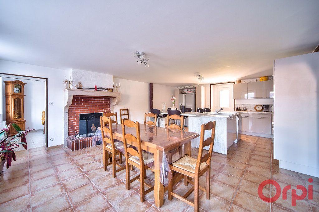 Maison à vendre 6 148.45m2 à Saint-Bénigne vignette-4
