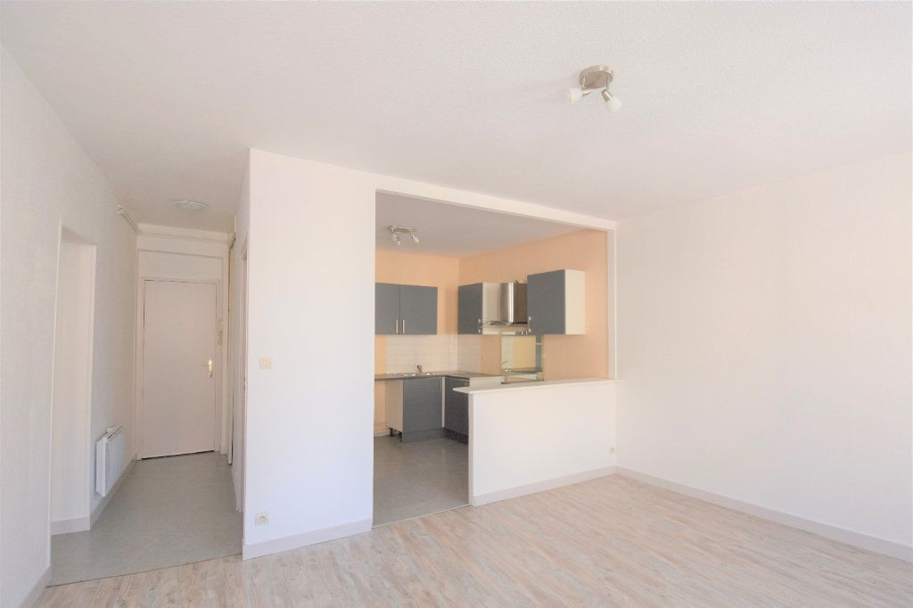 Appartement à louer 3 57.36m2 à Mâcon vignette-1