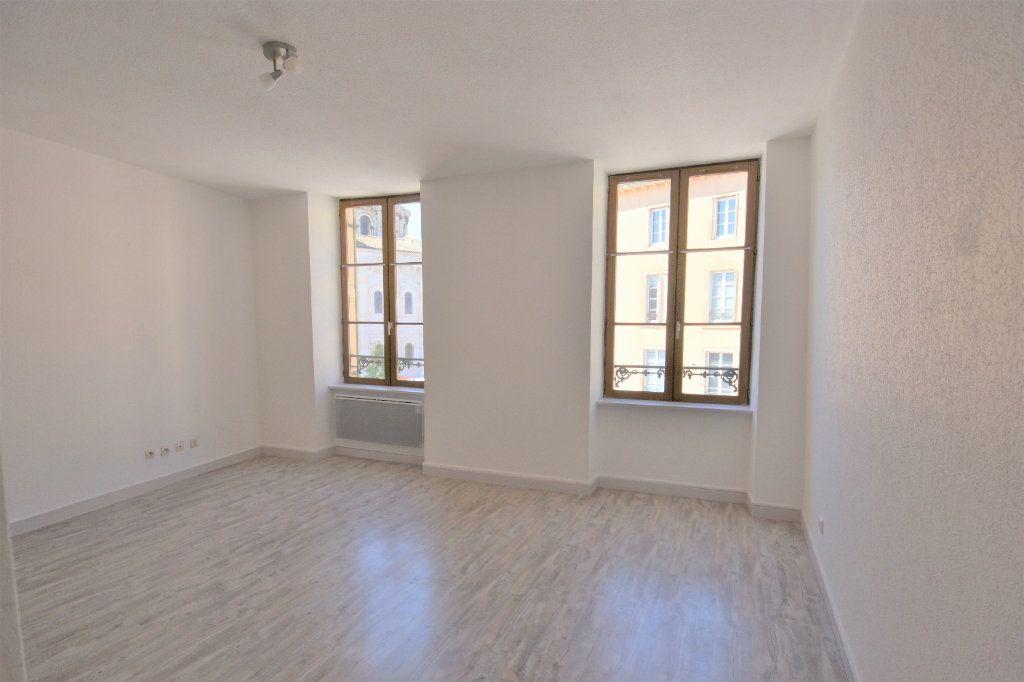 Appartement à louer 3 57.36m2 à Mâcon vignette-2