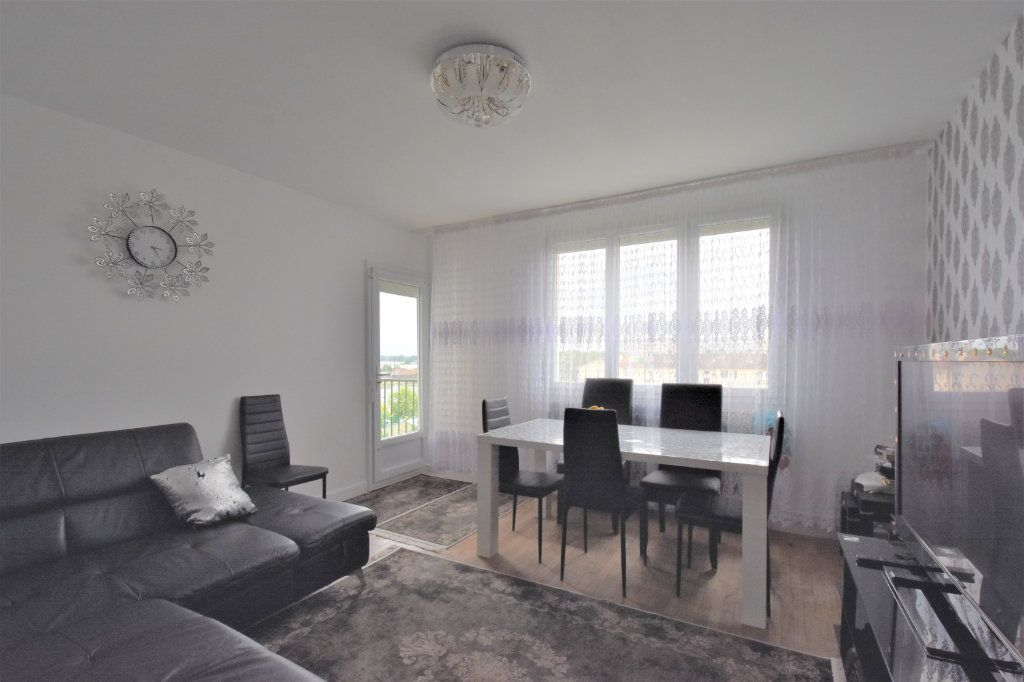 Appartement à vendre 4 67m2 à Mâcon vignette-2