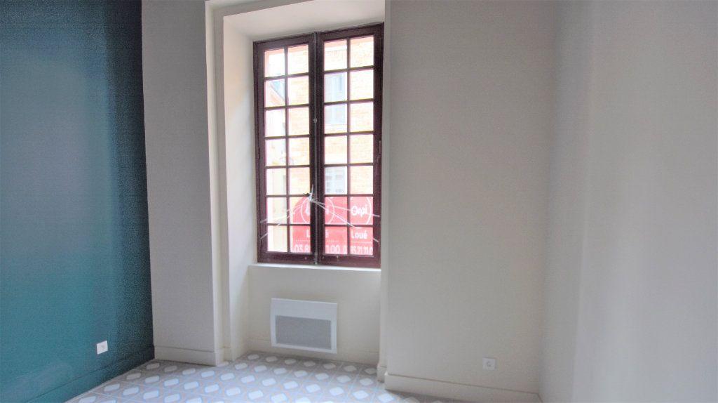 Appartement à louer 3 69.71m2 à Mâcon vignette-4