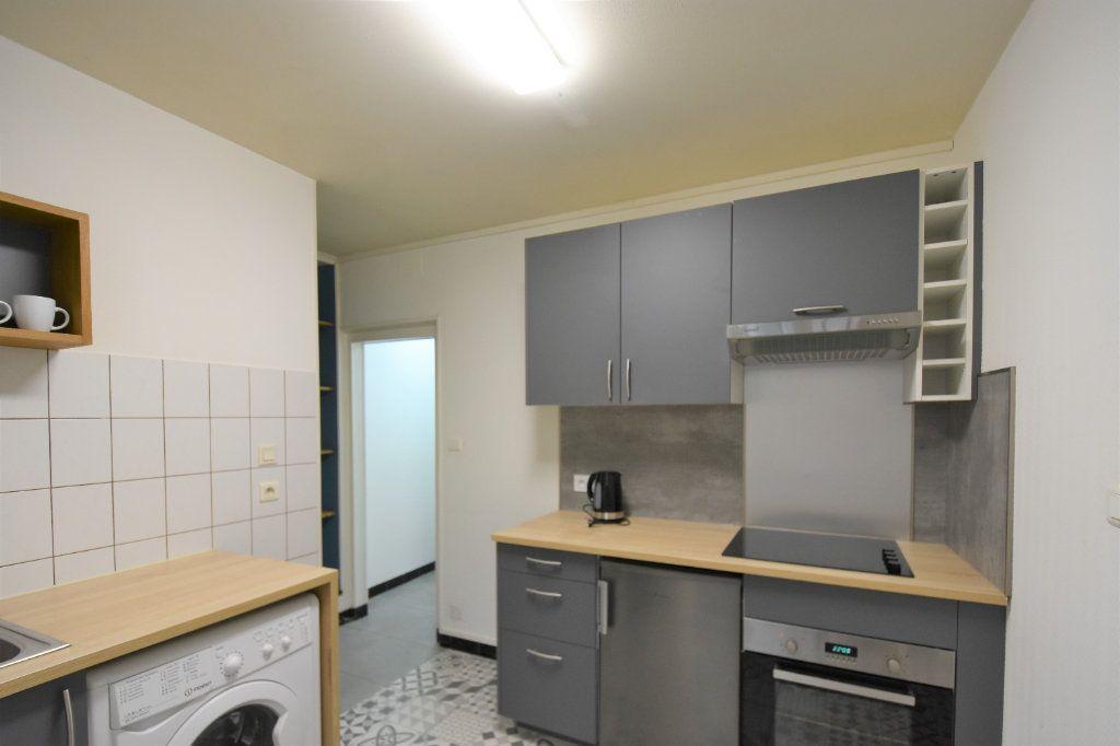 Appartement à louer 1 23.64m2 à Mâcon vignette-1