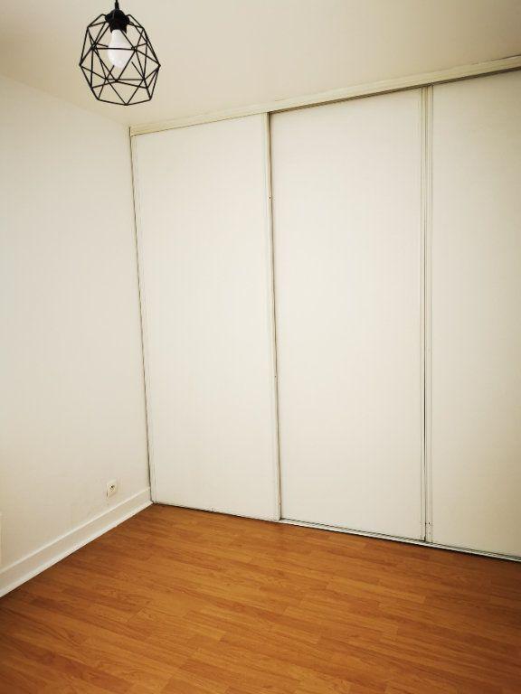 Appartement à louer 2 49.34m2 à La Ville-du-Bois vignette-4
