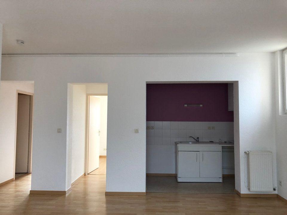 Appartement à louer 3 55m2 à Hauteville-Lompnes vignette-1
