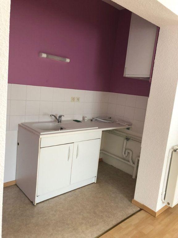 Appartement à louer 3 55m2 à Hauteville-Lompnes vignette-2