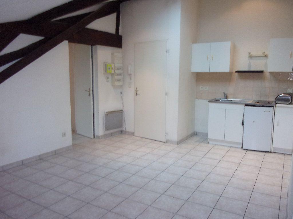 Appartement à louer 2 29.34m2 à Bourg-en-Bresse vignette-1