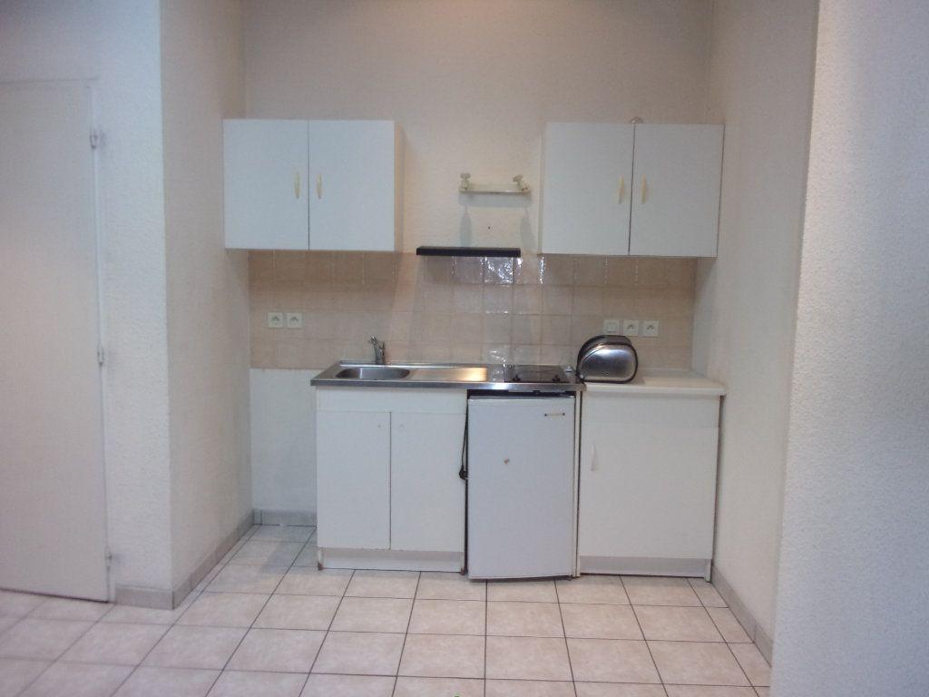 Appartement à louer 2 29.34m2 à Bourg-en-Bresse vignette-2