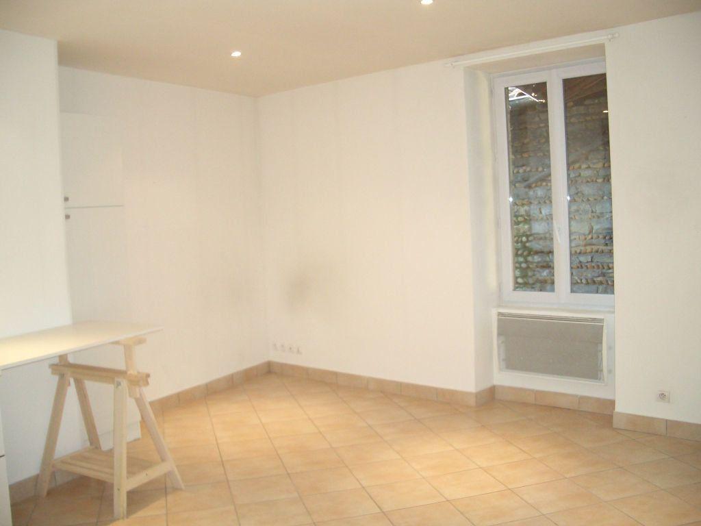 Appartement à louer 2 35m2 à Bourg-en-Bresse vignette-4