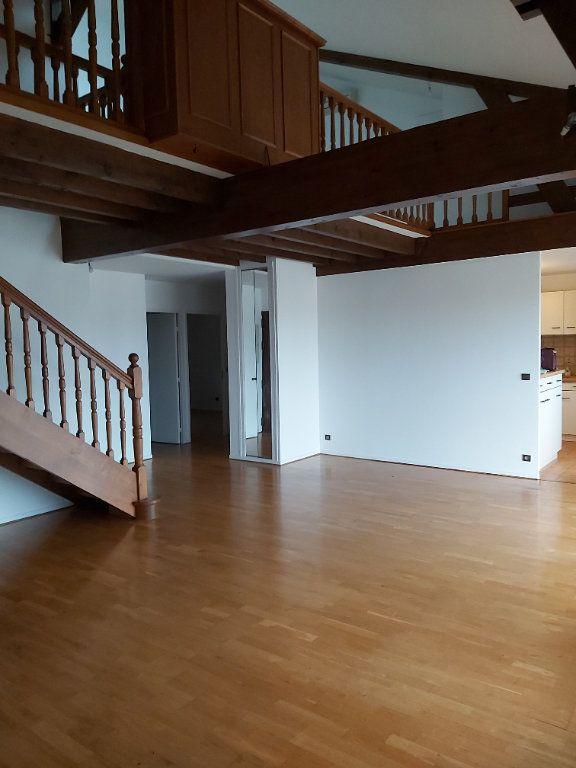 Appartement à louer 5 128.6m2 à Bourg-en-Bresse vignette-1