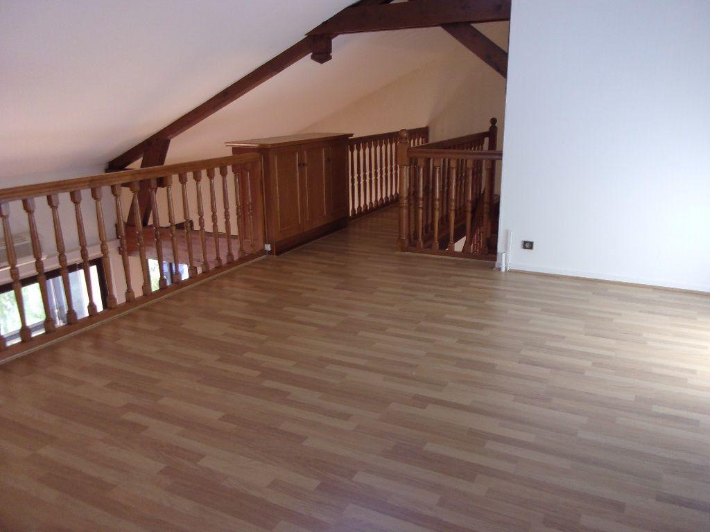 Appartement à louer 5 128.6m2 à Bourg-en-Bresse vignette-2
