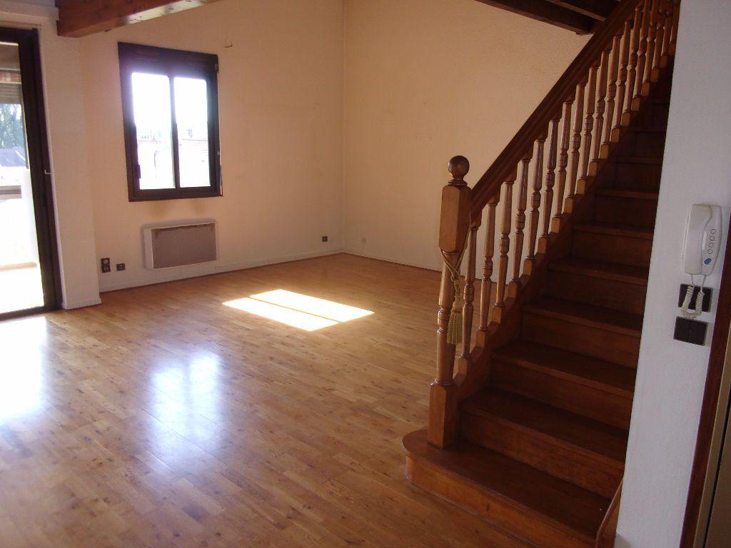 Appartement à louer 5 128.6m2 à Bourg-en-Bresse vignette-3