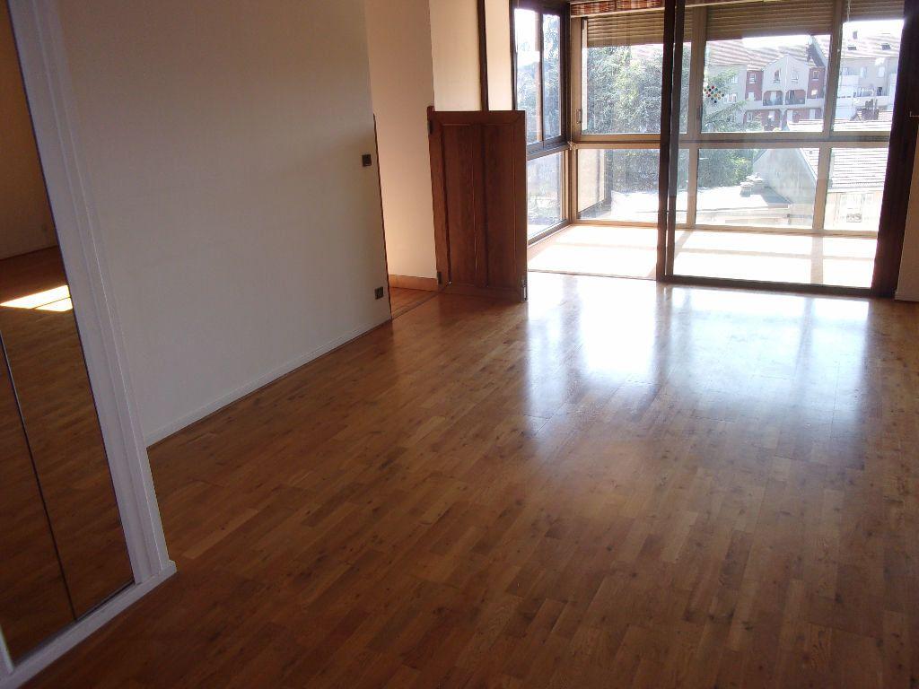 Appartement à louer 5 128.6m2 à Bourg-en-Bresse vignette-4