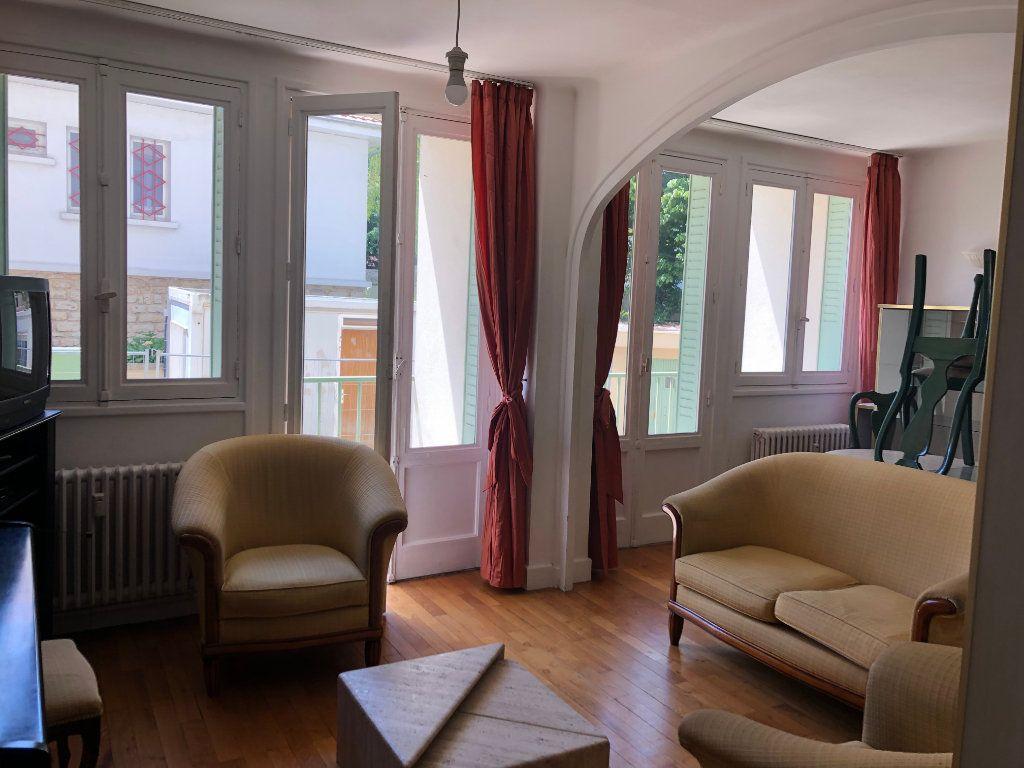 Appartement à louer 4 69.4m2 à Bourg-en-Bresse vignette-1