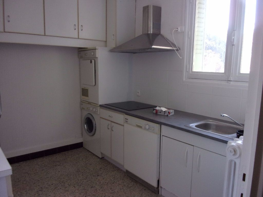 Appartement à louer 4 69.4m2 à Bourg-en-Bresse vignette-2