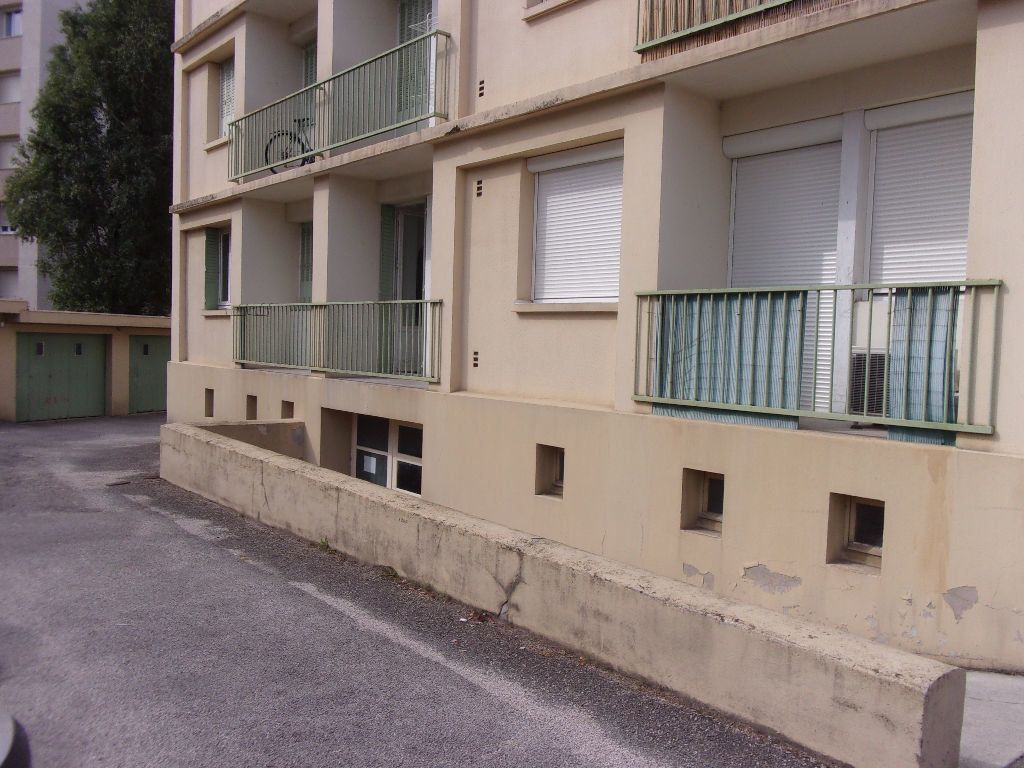 Appartement à louer 4 69.4m2 à Bourg-en-Bresse vignette-5
