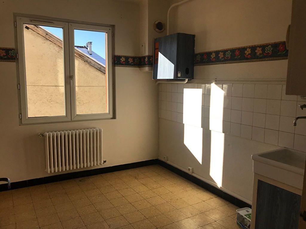 Appartement à louer 3 60.32m2 à Hauteville-Lompnes vignette-1