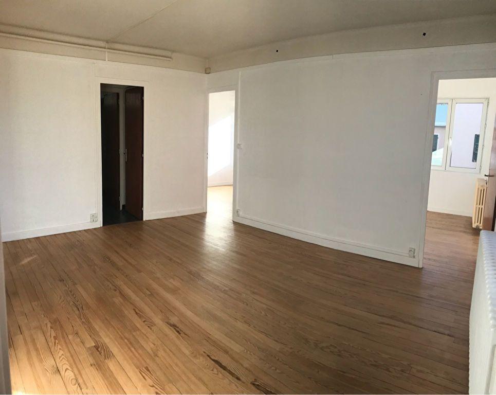 Appartement à louer 3 60.32m2 à Hauteville-Lompnes vignette-3