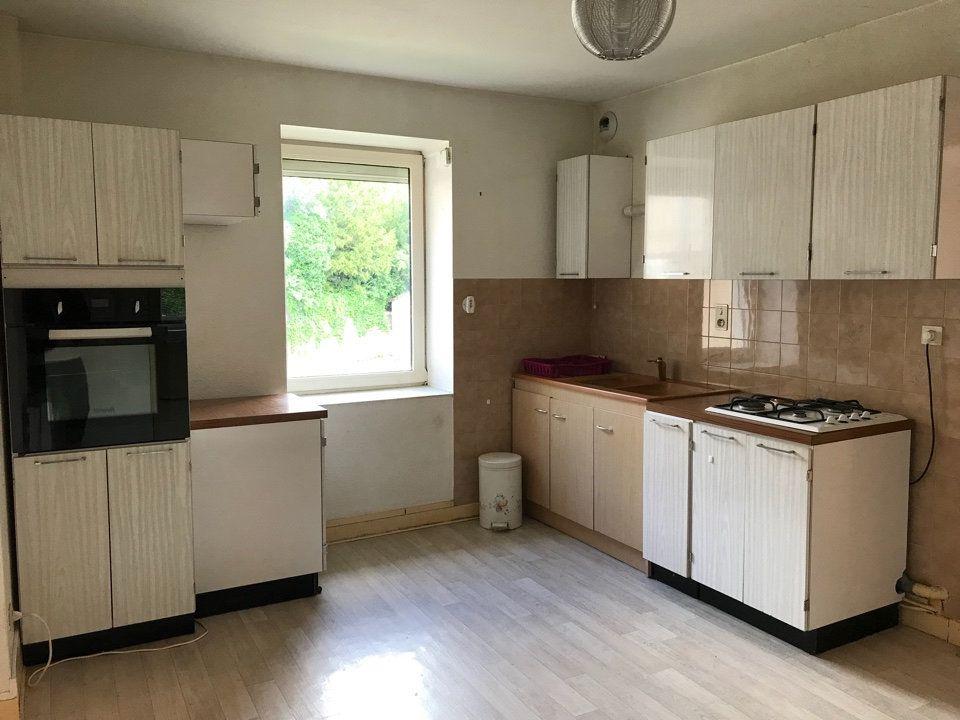 Appartement à louer 3 72m2 à Hauteville-Lompnes vignette-1