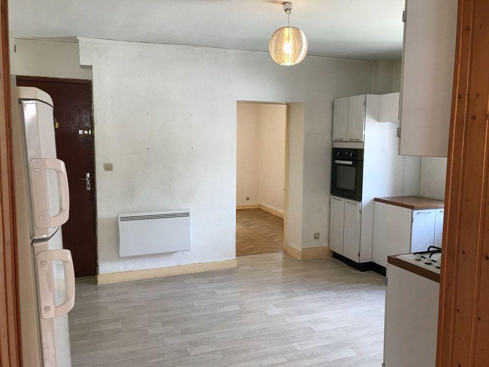 Appartement à louer 3 72m2 à Hauteville-Lompnes vignette-2