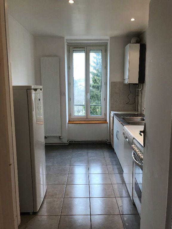 Appartement à louer 2 40m2 à Hauteville-Lompnes vignette-1