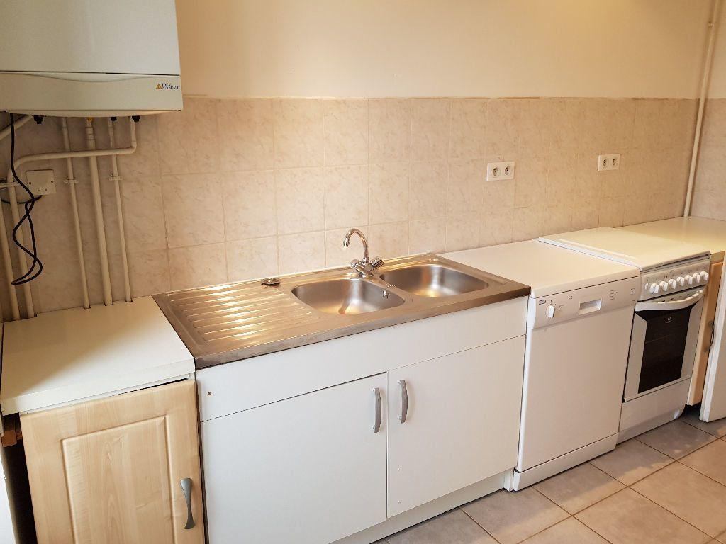 Appartement à louer 2 40m2 à Hauteville-Lompnes vignette-2