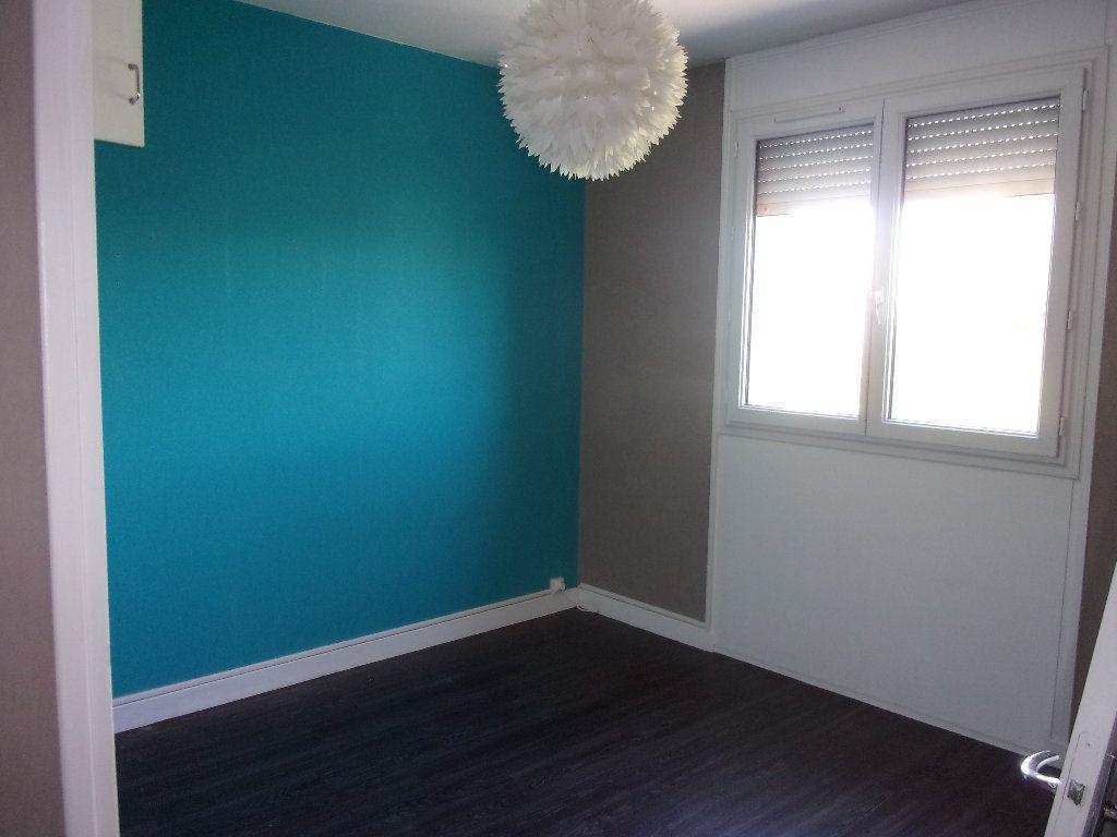 Appartement à louer 3 68.76m2 à Bourg-en-Bresse vignette-5