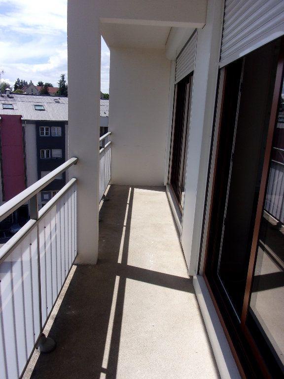 Appartement à louer 3 68.76m2 à Bourg-en-Bresse vignette-6