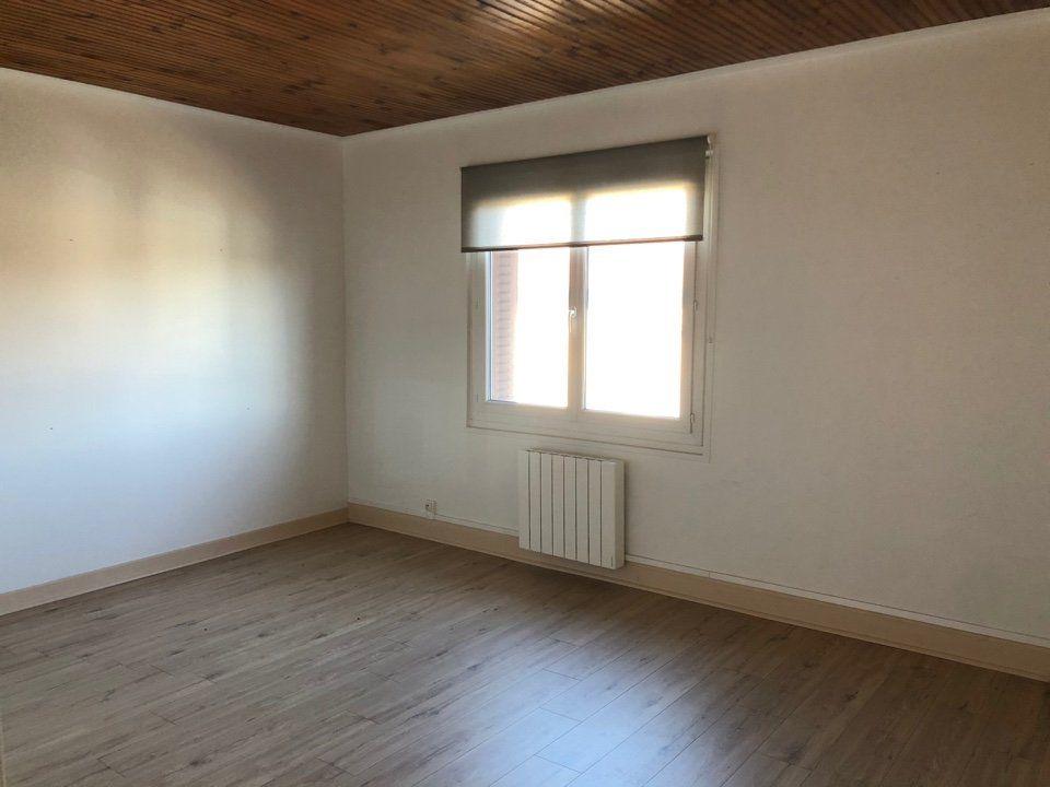 Appartement à louer 3 82.18m2 à Attignat vignette-3