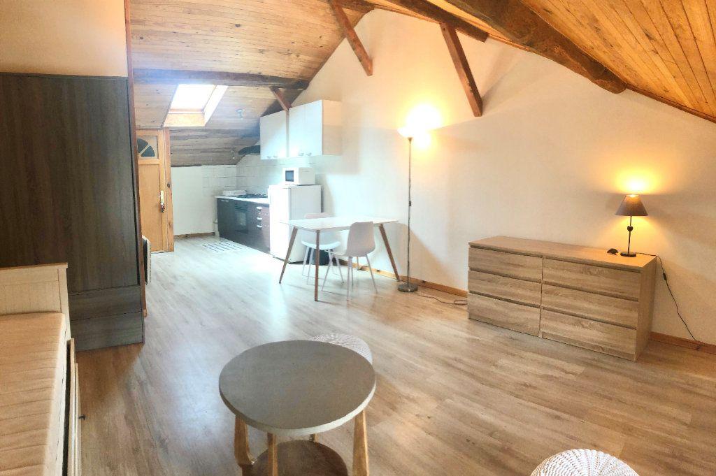 Appartement à louer 1 30.22m2 à Montrevel-en-Bresse vignette-1