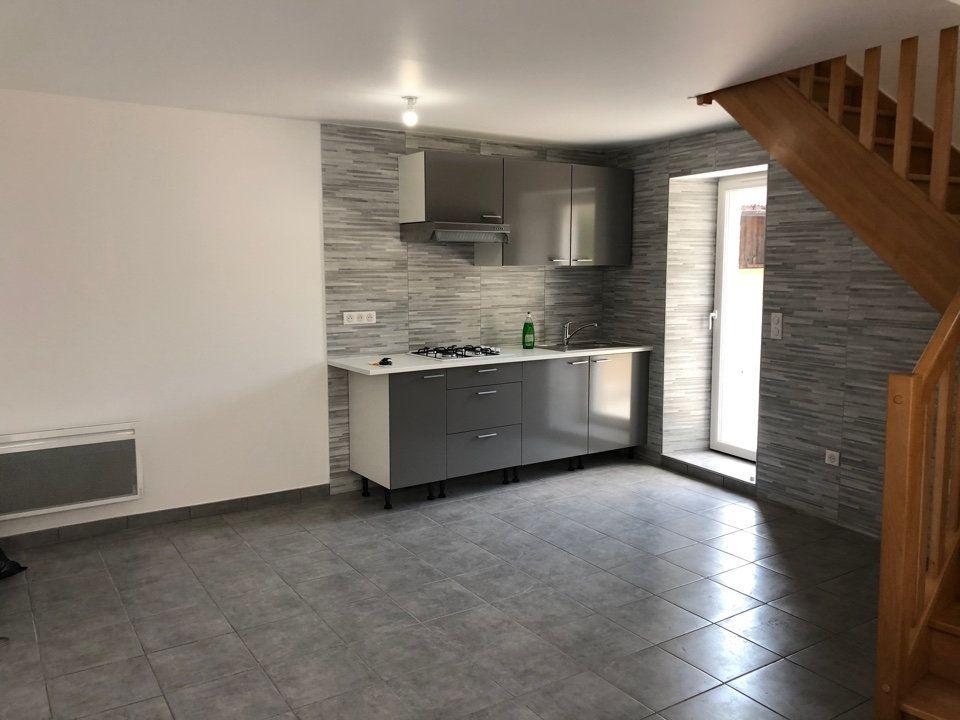 Maison à louer 2 40.9m2 à Hauteville-Lompnes vignette-2