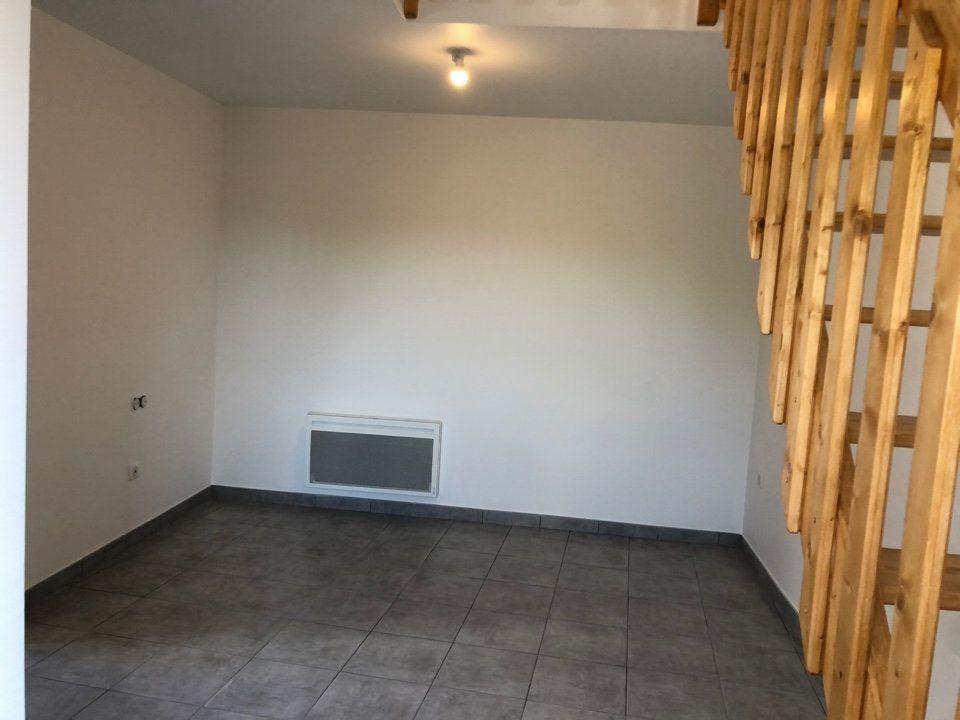 Maison à louer 2 40.9m2 à Hauteville-Lompnes vignette-3