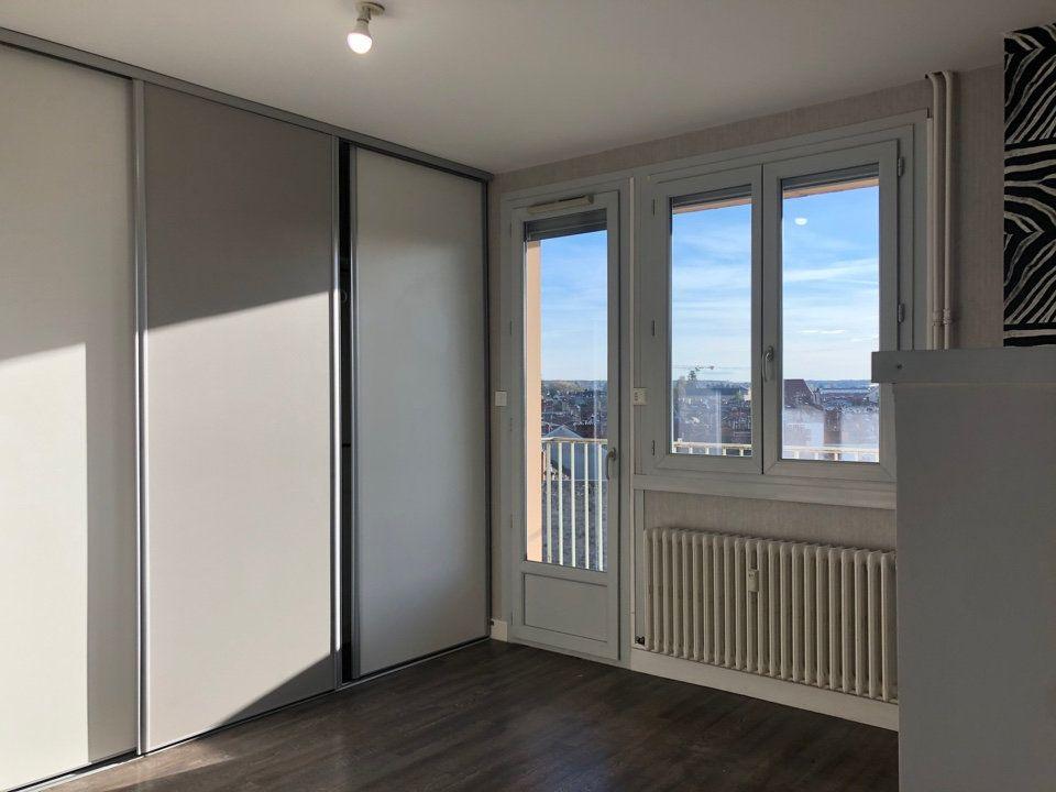 Appartement à louer 3 53m2 à Bourg-en-Bresse vignette-3