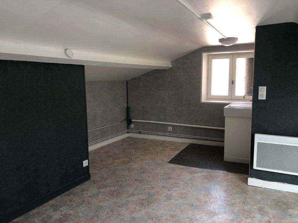 Appartement à louer 1 15m2 à Hauteville-Lompnes vignette-1