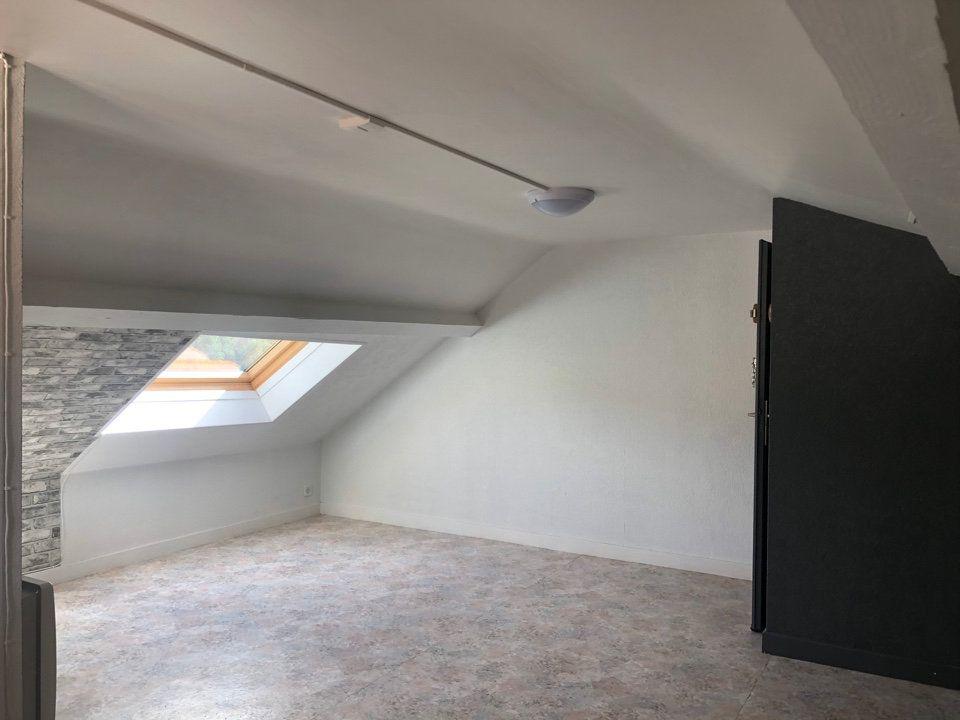 Appartement à louer 1 15m2 à Hauteville-Lompnes vignette-2