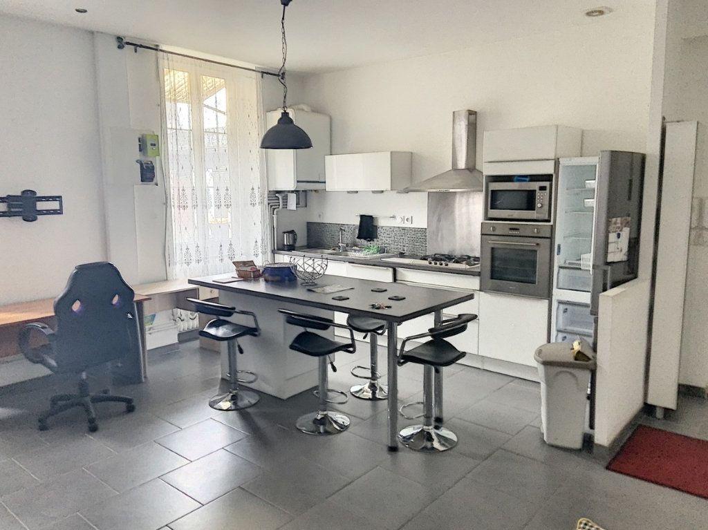 Appartement à louer 3 61.18m2 à Bourg-en-Bresse vignette-1