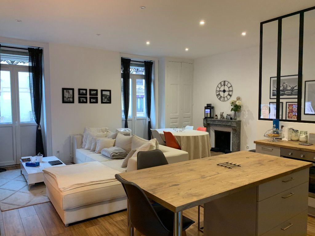 Appartement à louer 3 83.13m2 à Bourg-en-Bresse vignette-1