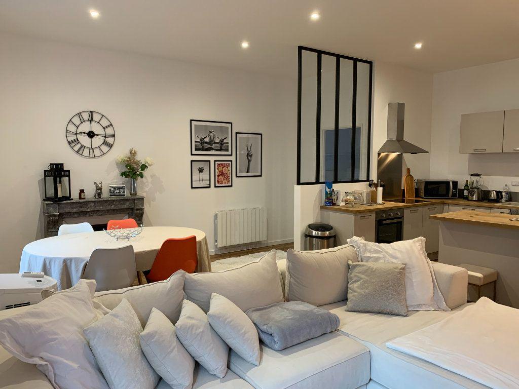 Appartement à louer 3 83.13m2 à Bourg-en-Bresse vignette-2