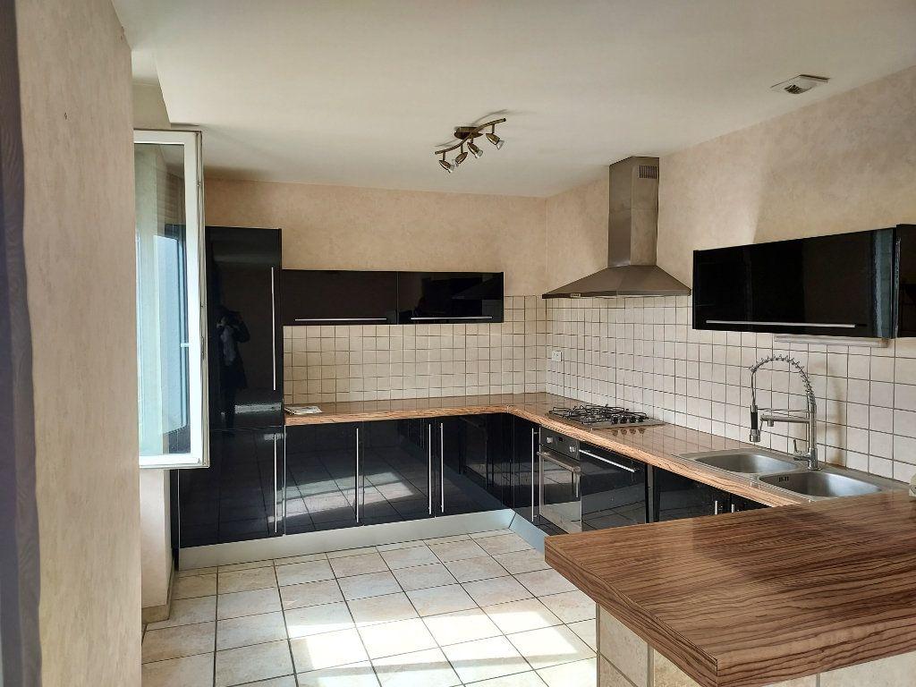 Appartement à louer 3 71.2m2 à Bourg-en-Bresse vignette-1