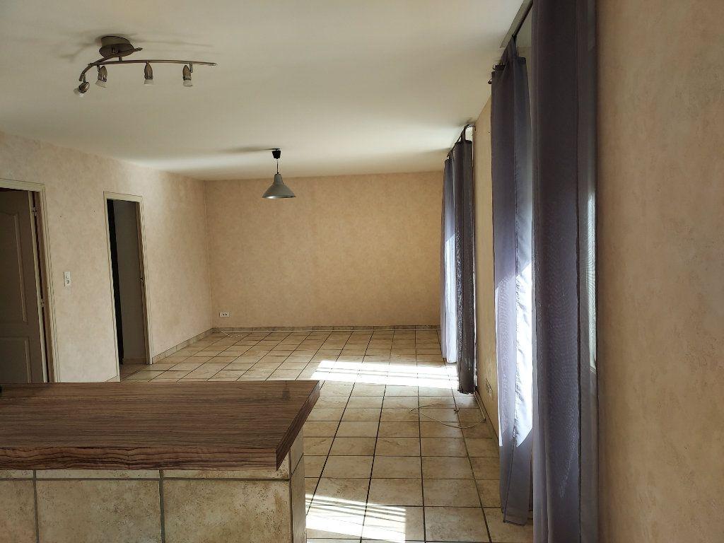Appartement à louer 3 71.2m2 à Bourg-en-Bresse vignette-2