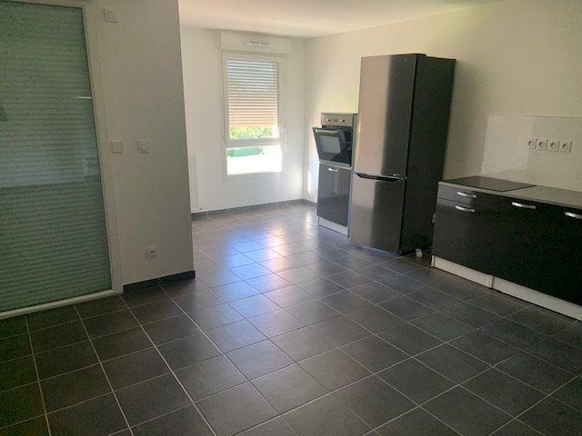 Appartement à louer 3 75m2 à Montrevel-en-Bresse vignette-2