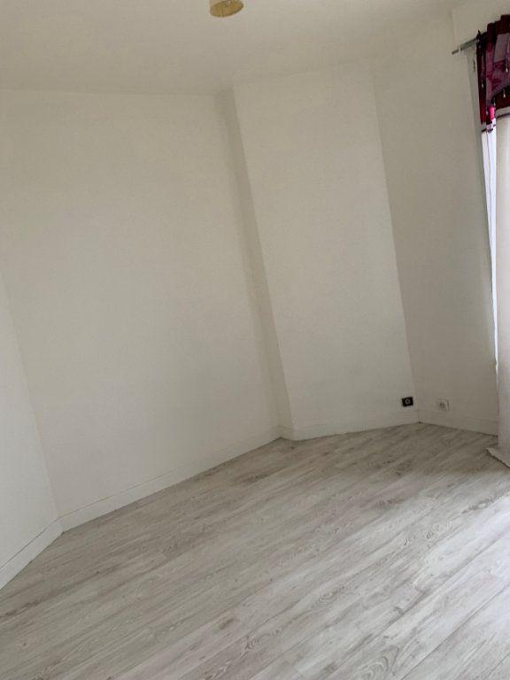 Appartement à louer 2 25m2 à La Courneuve vignette-1