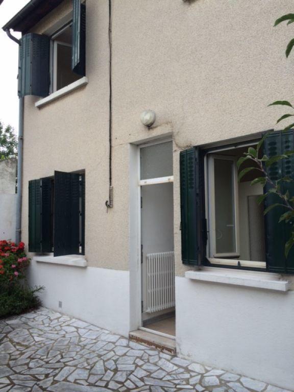 Maison à louer 3 70m2 à Le Blanc-Mesnil vignette-1