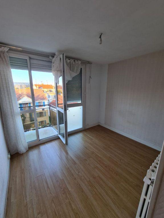 Appartement à louer 4 70m2 à Le Bourget vignette-3