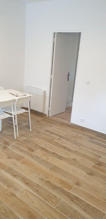 Appartement à louer 2 30m2 à Le Blanc-Mesnil vignette-1