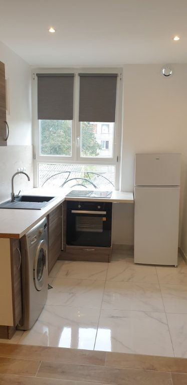Appartement à louer 2 30m2 à Le Blanc-Mesnil vignette-2