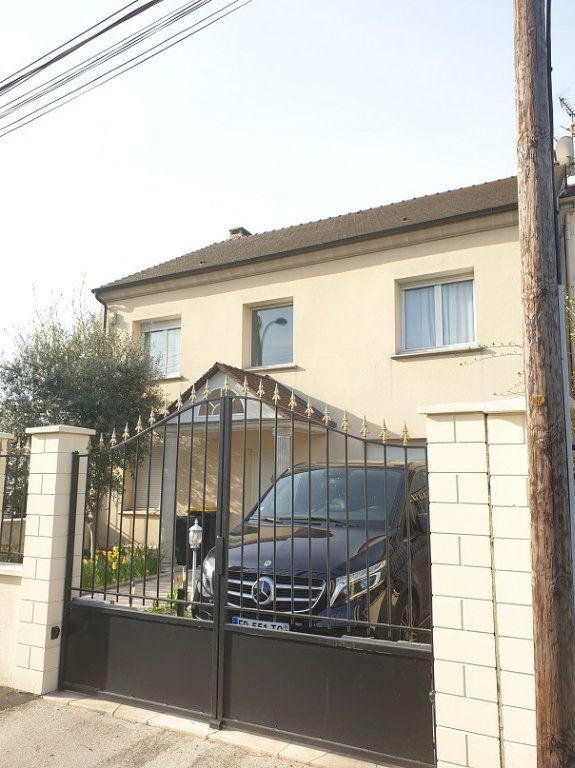 Maison à louer 7 313m2 à Le Blanc-Mesnil vignette-1
